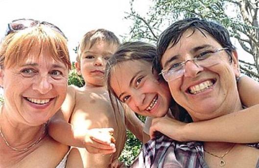 Famiglie gay: festa a Salerno, scoppia la polemica